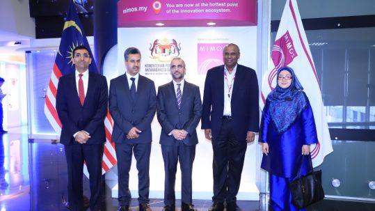 سفير السلطنة والملحقين العسكري والثقافي يزورون المركز الوطني للبحوث التطبيقية والتطوير الماليزي (MIMOS)