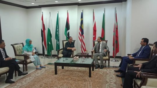 سفير السلطنة والملحق الثقافي يقومان بزيارة للجامعة العالمية الإسلامية بماليزيا